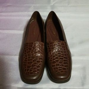 Easy Spirit Brown Leather Loafers Size 9.5